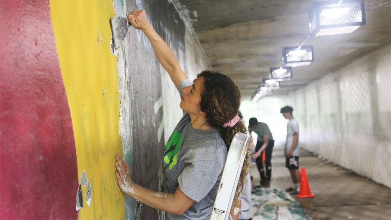 Volunteers Working to Clean Up Underpass
